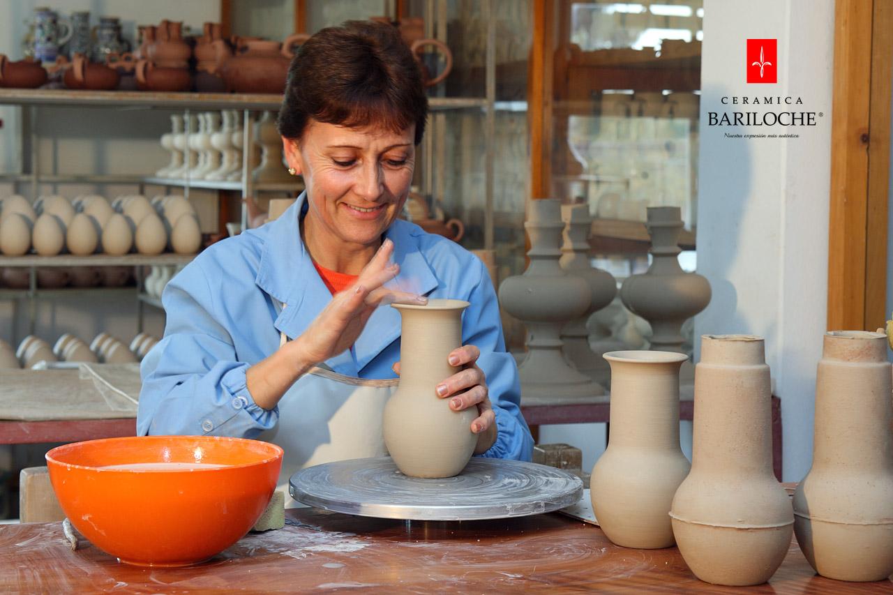 Terminación de piezas de cerámica a mano