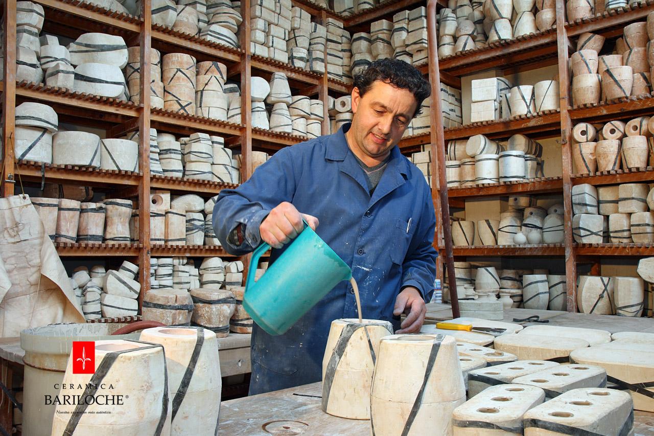 Rellenado de moldes de cerámica