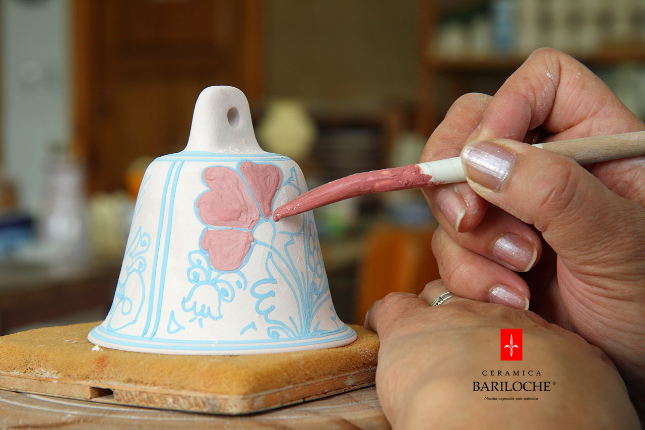 Decoración a mano con pincel en Mayólica